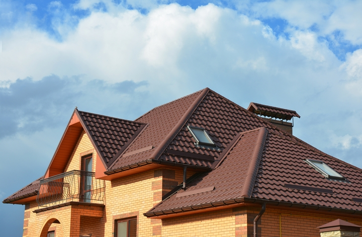 4 Ways Storms Can Damage Roofing Installations
